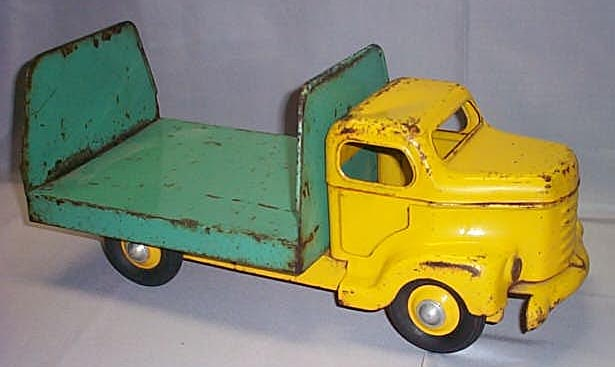 green_and_yellow_pop_truck.JPG