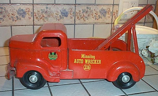 red_tow_truck.jpg